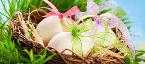centro tavola uova nel cestino