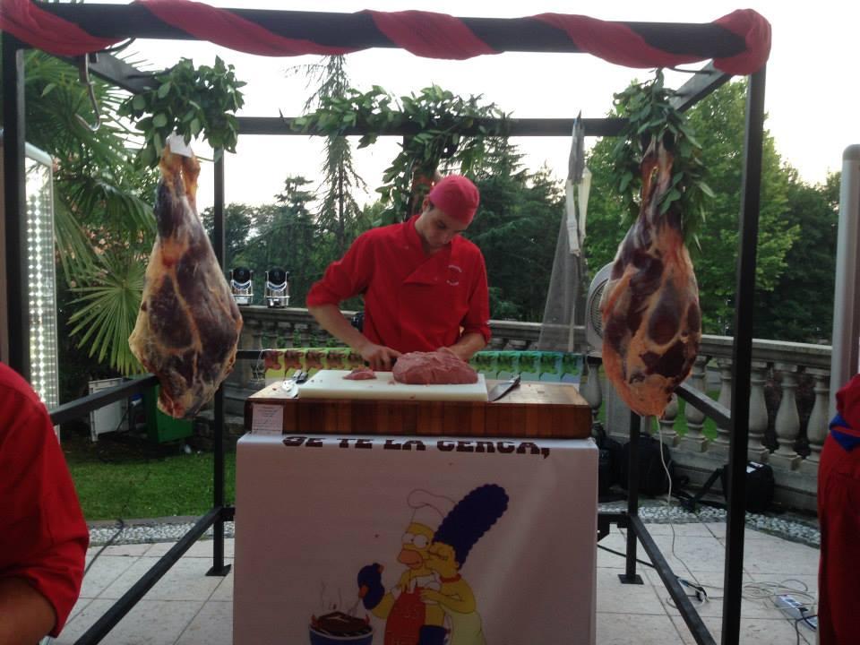 Roby prepara la Battuta Priula evento Street food rist Da Vittorio